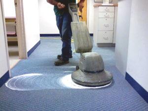 Presupuesto de limpieza de moquetas mediante champuneado con rotativa